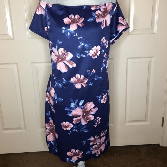 Charlotte Russe Dresses & Skirts - Charlotte Russe Off the Shoulder Floral Dress